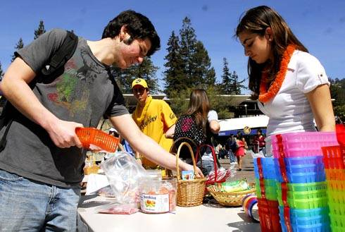 Photo: UC Berkeley students Michael Goldrich and Daphna Davidovits make baskets of food at the Purim carnival yesterday on Lower Sproul. Davidovits, a member of Berkeley Chabad, is manning the table. Purim is a Jewish holiday that takes place this Friday.
