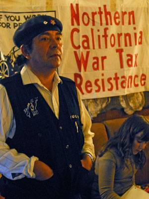 Photo: Julio Serrao (left) and Rio Barrere attended a Northern California War Tax Resistance conference in Berkeley yesterday. Some tax resistors opt to withhold $10.40 in protest.