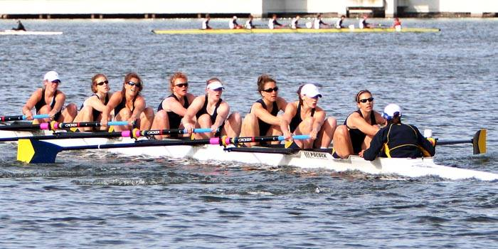 Photo: Cal women's crew dropped to No. 2 in the nation despite a win over No. 15 Washington. The varsity eight face Stanford on Saturday.