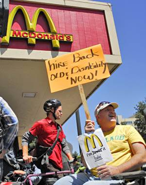 Photo: Dan McMullan (right), a Berkeley resident, protests the dismissal of a disabled employee from the Downtown McDonald's. The former employee has filed a discrimination complaint.