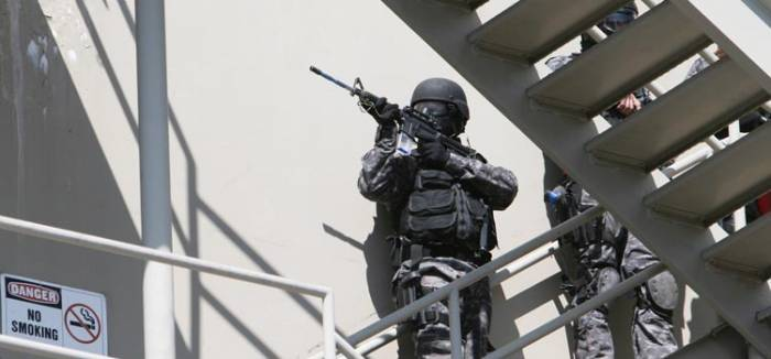 Photo: The San Leandro SWAT team participates in a 'Hostage Rescue' drill at the UC Berkeley site of the Urban Shield training program.