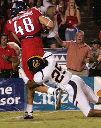 Photo: Safety Brett Johnson and the Cal defense had trouble wrapping up Arizona's offensive weapons--like tight end Rob Gronkowski--during the Wildcats' 42-27 win last Saturday.