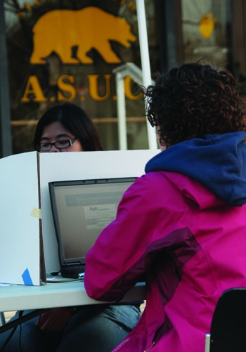 Photo: Poll worker Tiffany La assists voter Valerie Jaffee as she cast her ballot in the ASUC recall election yesterday near Sproul Plaza.