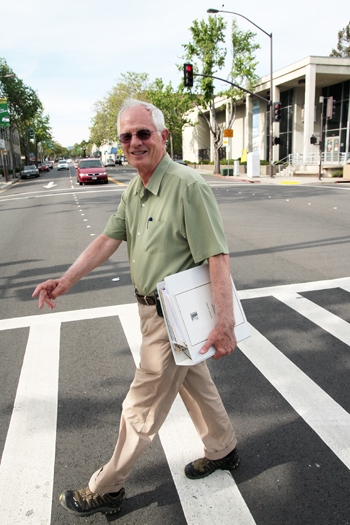 Photo: Berkeley Mayor Tom Bates plans to sell his car in order to reduce his impact on the environment.