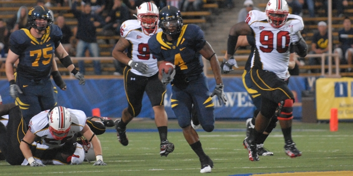 Photo: Jahvid Best on his way to scoring the first touchdown of the game for Cal.