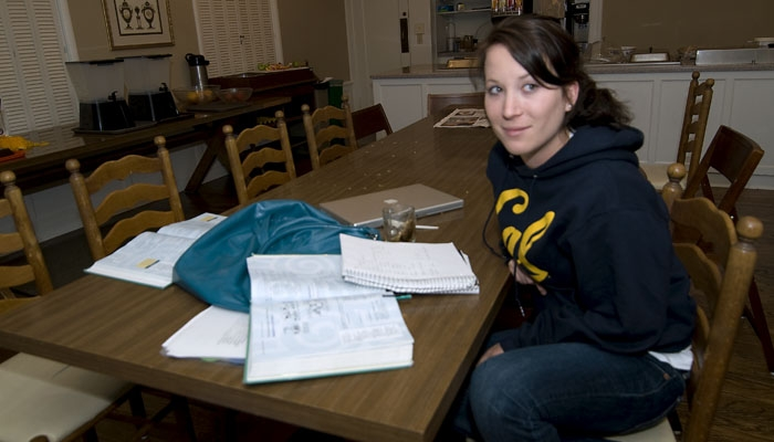 Photo: Karen Carr, a sophomore from a middle-income family, works at a cafe to help pay for her education. She, like others from her background, does not receive financial aid.