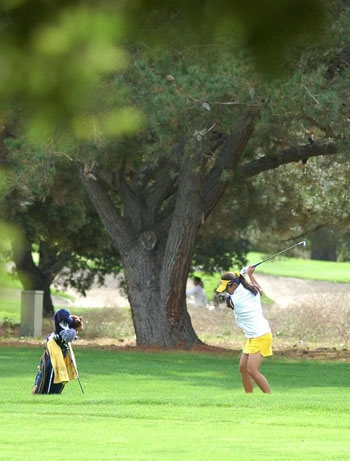 Photo: <b>Joanne Lee</b> was the top finisher for the Cal women's golf team at the Stanford Invitational with an overall score of 1-over.