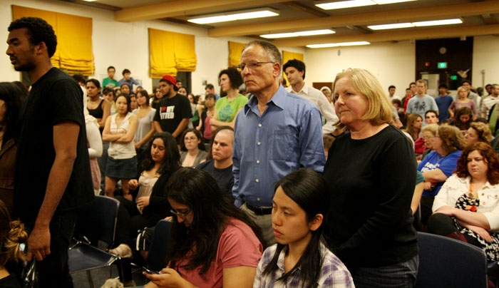 Photo: Spectators attend the ASUC Senate meeting Wednesday night at which a bill urging UC divestment in companies that have provided Israel with materials used in alleged war crimes was considered.
