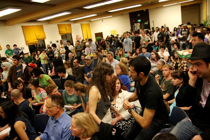 Photo: More than 100 students attended a Wednesday night meeting at which ASUC senators passed a controversial bill urging the university to divest from companies who supplied Israel with materials used in alleged war crimes. The meeting had to be moved to Eshleman Library to accommodate the record number of attendees.