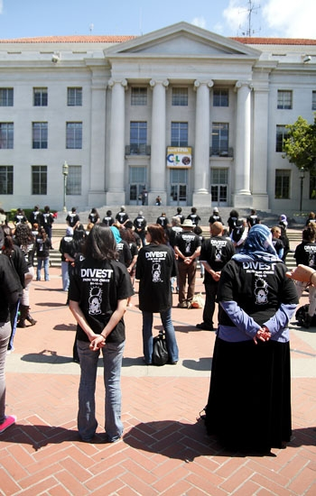 Photo: Supporters of the controversial ASUC bill urging the UC to divest from companies that have supplied Israel with materials used in alleged war crimes gathered on Sproul Plaza Wednesday.