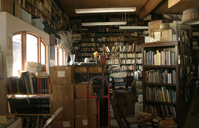 Photo: Serendipity Books may close after decades of service, leaving collectors worried about the potential impact on the antique book market.