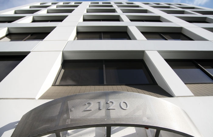 Photo: The Berkeley Tower building at 2120 University Ave. will be foreclosed after a year of vacancy. Until 2009, Lawrence Berkeley National Laboratory was its primary tenant.