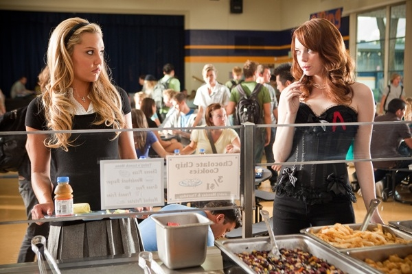 Photo: Amanda Bynes and Emma Stone in 'Easy A.'