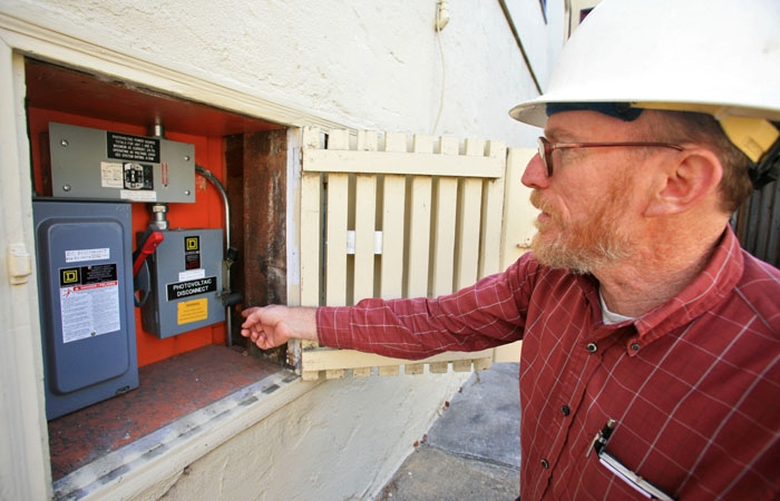 Photo: Steve Greenberg, a Berkeley Lab engineer known for his green lifestyle, shows off part of the system he uses at home to save energy.