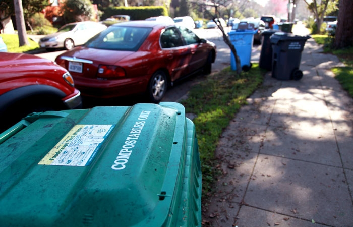 Photo: Berkeley residents can sort their compostables into green bins marked for food scrap recycling. Alameda County hosts one of the nation's largest food scrap recycling programs.