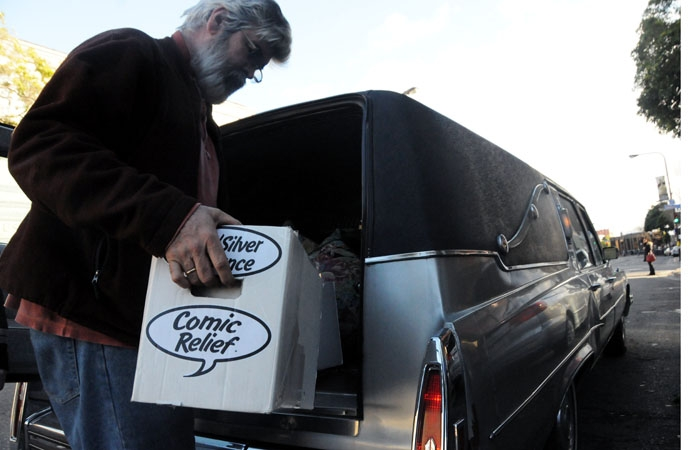 Photo: Chris Juricich, former manager of the now-closed Comic Relief bookstore in Downtown Berkeley, loads unsold comic books into a car.