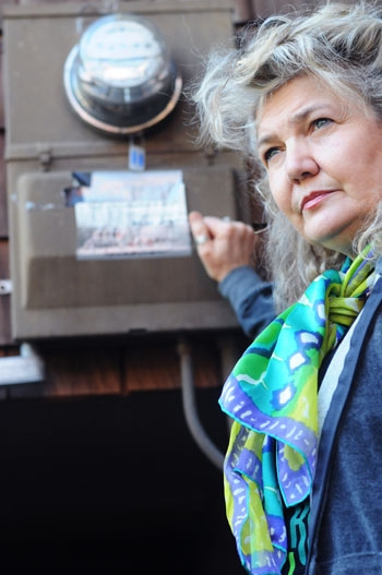 Photo: Phoebe Sorgen refuses to have PG&E install SmartMeters at her residence.