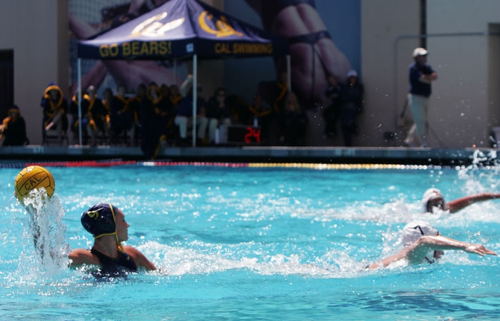 Photo: Elizabeth McLaren's pass to Dana Ochsner led to Cal's 14th point of the contest.