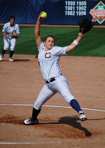 Photo: Sophomore Jolene Henderson turned in a dominant weekend in Corvallis, not allowing a single run in 21 innings.